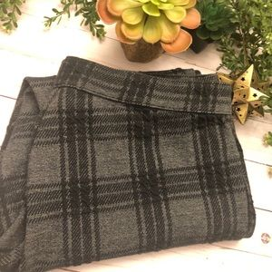 Hue XL black plaid cropped stretchy pants